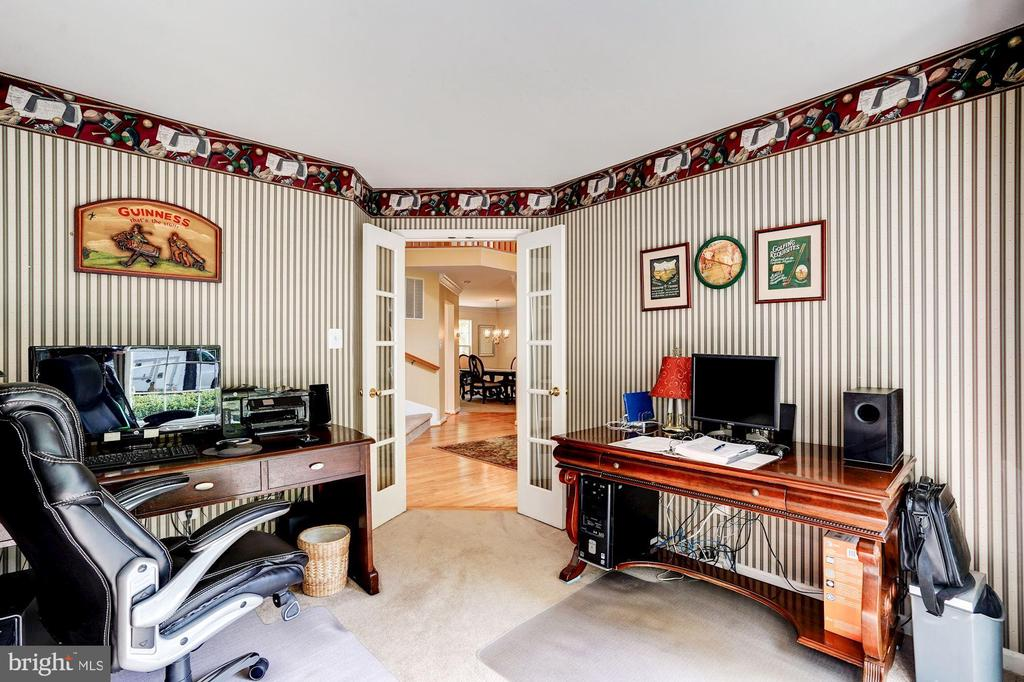 be creative this main level office is perfect - 25272 RIPLEYS FIELD DR, CHANTILLY