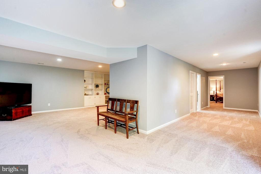 so much great space to make this your own - 25272 RIPLEYS FIELD DR, CHANTILLY