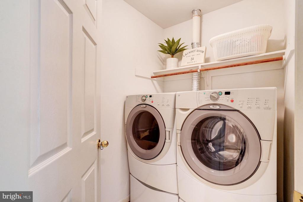 Upper level laundry - 25272 RIPLEYS FIELD DR, CHANTILLY