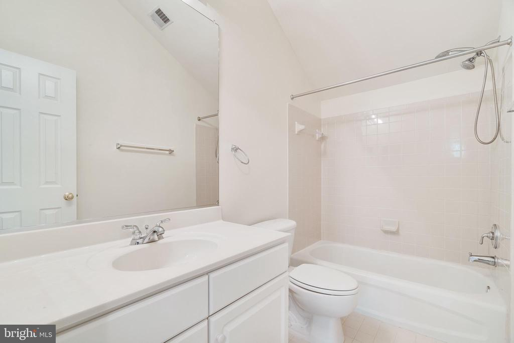 3RD BEDROOM WITH ENSUITE FULL BATHROOM - 336 CAMERON STATION BLVD, ALEXANDRIA