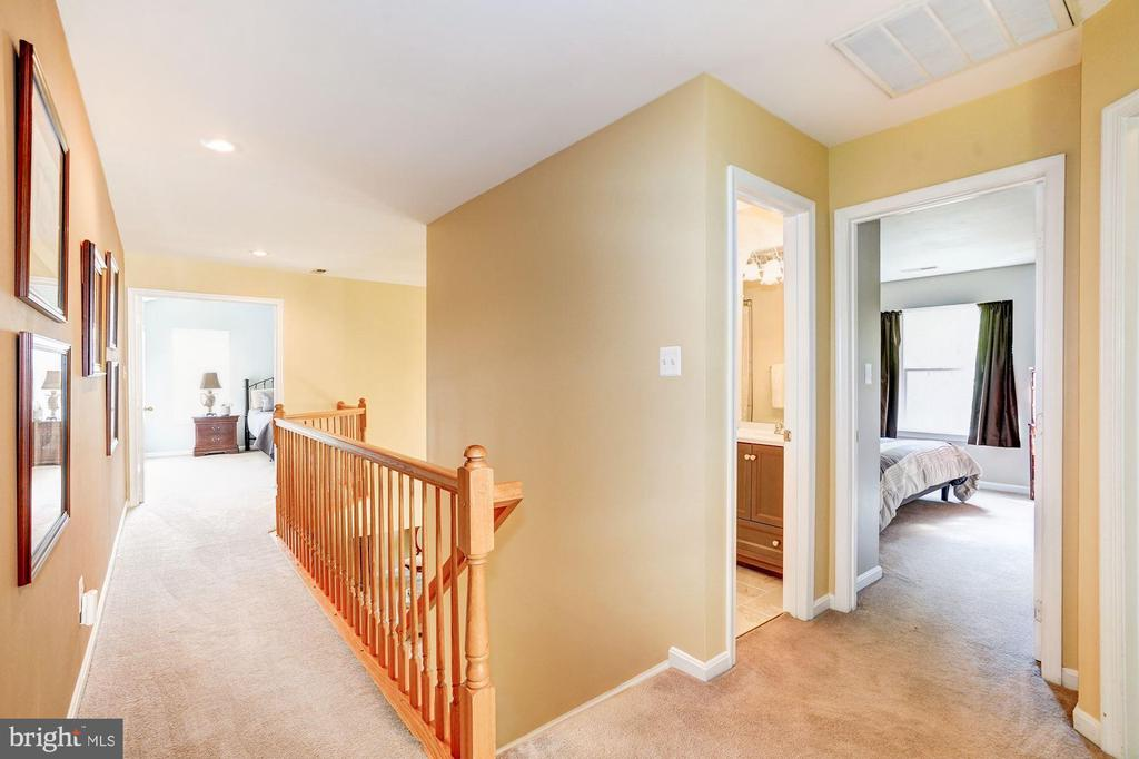 upper level hallway - 25272 RIPLEYS FIELD DR, CHANTILLY