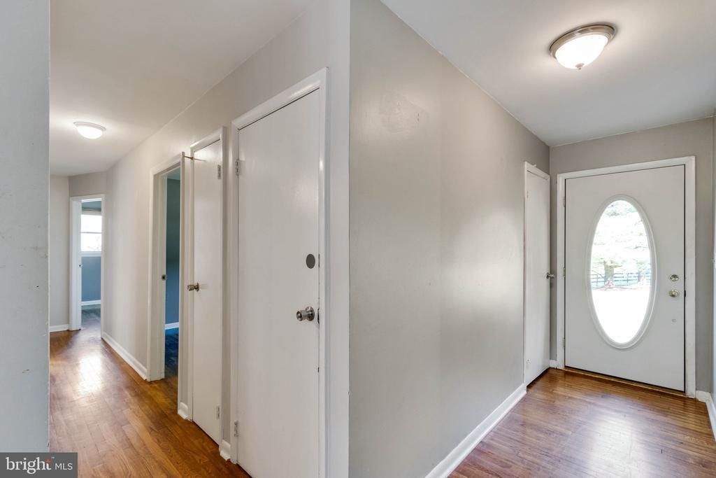 Front Door, Hallway - 37831 DEERBROOK LN, PURCELLVILLE
