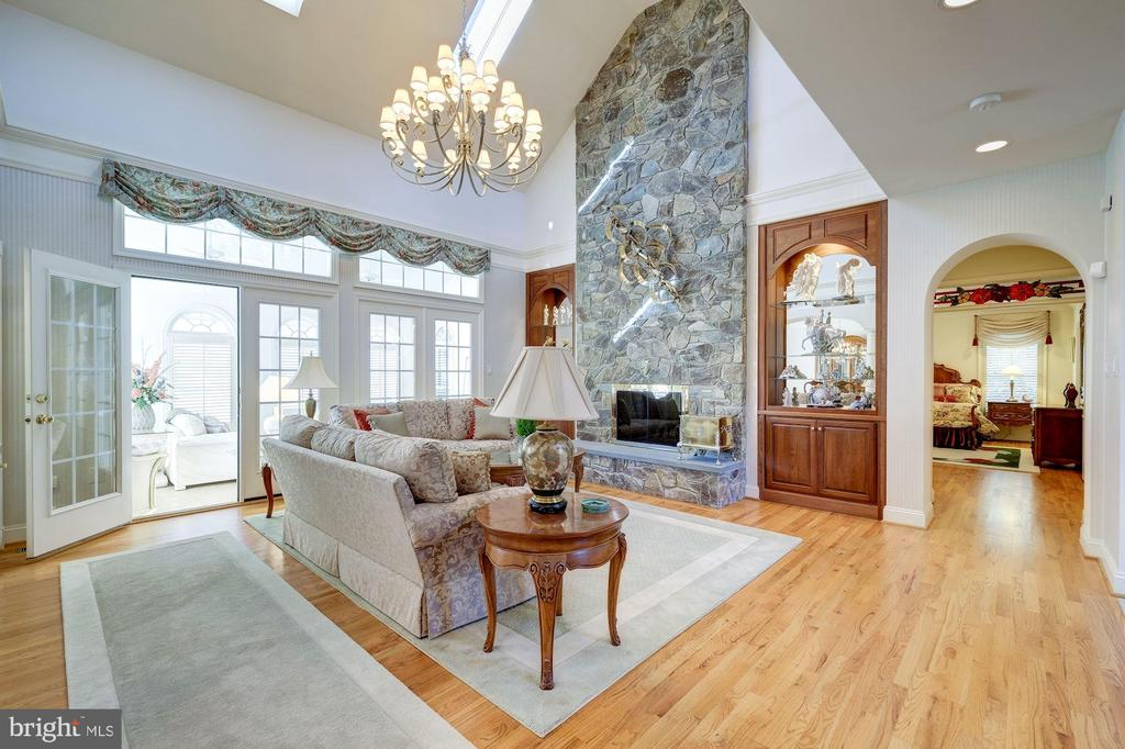 GLEAMING OAK FLOORING THROUGHOUT THIS HOME. - 2669 BROOK VALLEY RD, FREDERICK