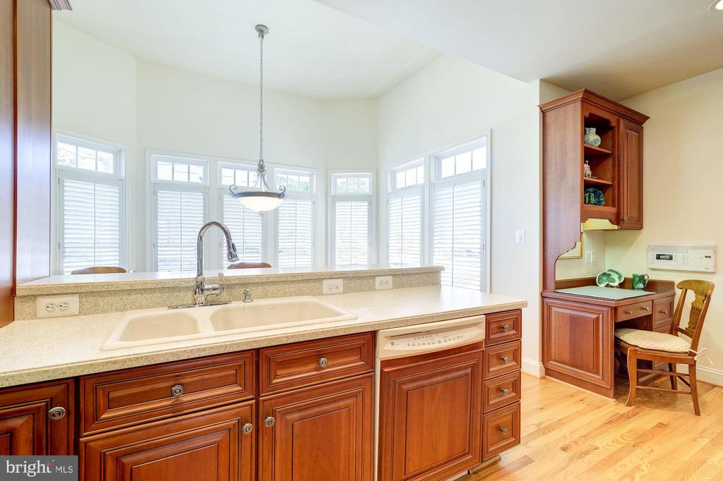 CUSTOM CABINETRY THROUGHOUT THE KITCHEN - STUNNING - 2669 BROOK VALLEY RD, FREDERICK