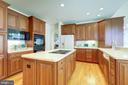 OUTSTANDING GOURMET KITCHEN - 2669 BROOK VALLEY RD, FREDERICK
