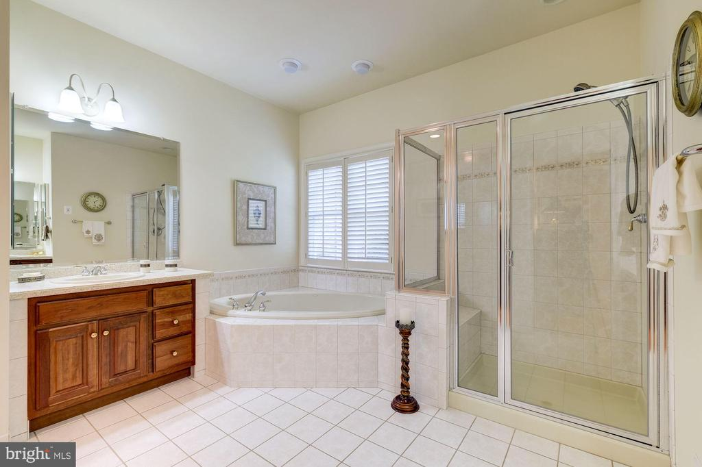 LUXURY MASTER BATH WITH HIS & HER VANITIES - 2669 BROOK VALLEY RD, FREDERICK