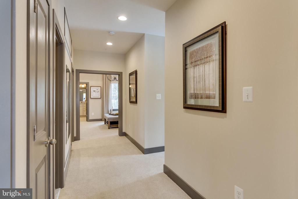 Upper level hallway - 5049 MELISSA PL, WOODBRIDGE
