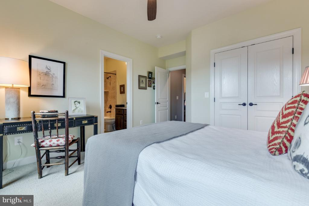 Bedroom 2 with attached full bathroom. - 25401 JUBILANT DR, ALDIE