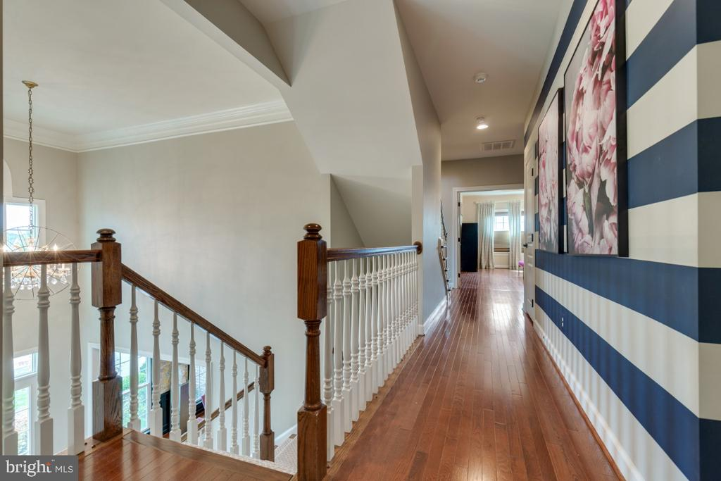 Upper level hall boasts hardwood floors and style! - 25401 JUBILANT DR, ALDIE