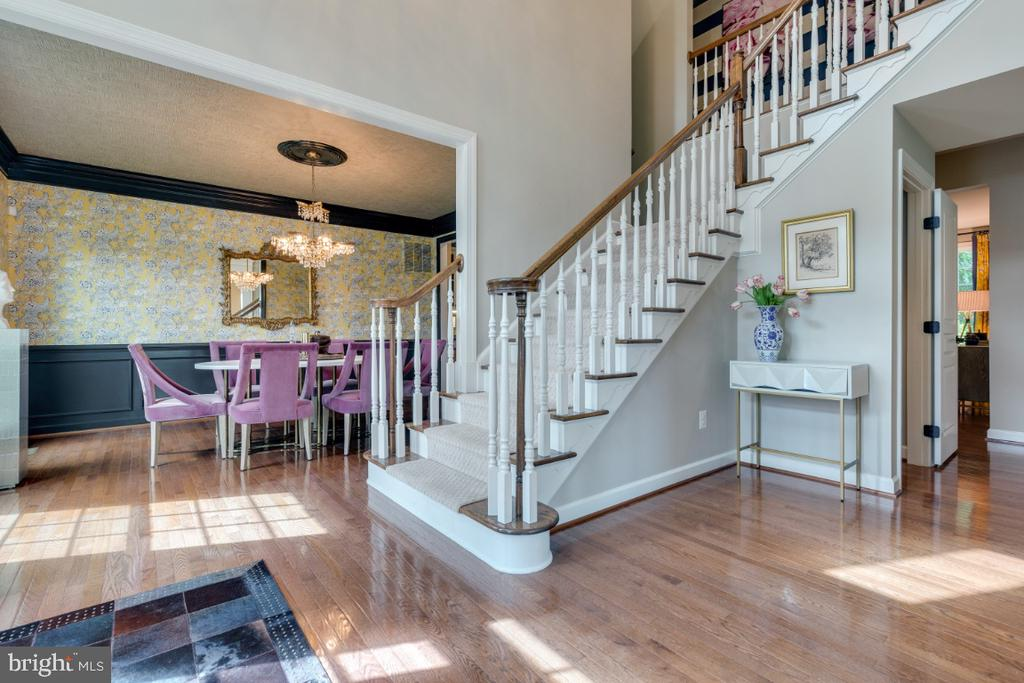Gorgeous light filled entry - 25401 JUBILANT DR, ALDIE