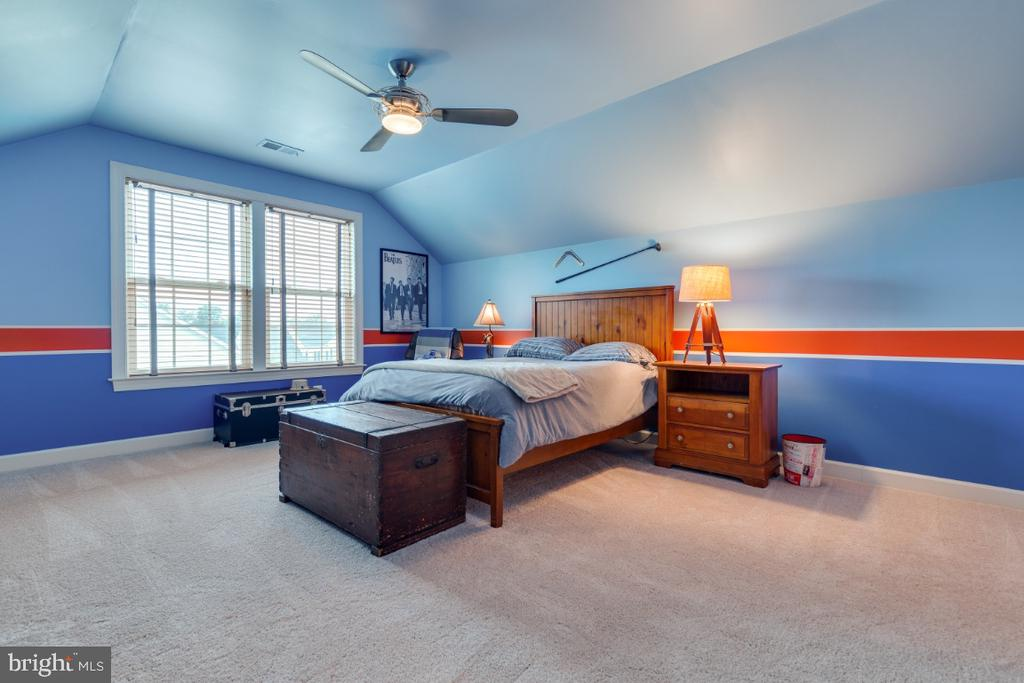 Bedroom 5 in finished attic. - 25401 JUBILANT DR, ALDIE