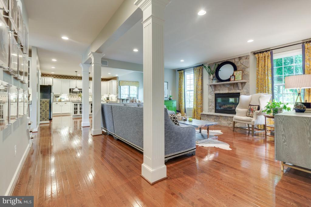 Incredible open floor plan of main level - 25401 JUBILANT DR, ALDIE