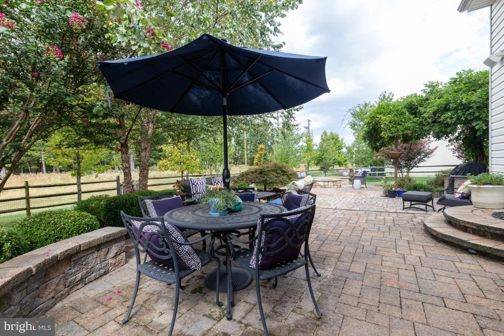 Enjoy the privacy of your back yard. - 25401 JUBILANT DR, ALDIE