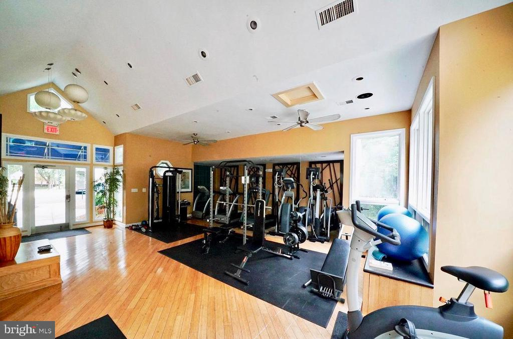 Get a great workout at the fitness center - 10248 APPALACHIAN CIR #1-A3, OAKTON