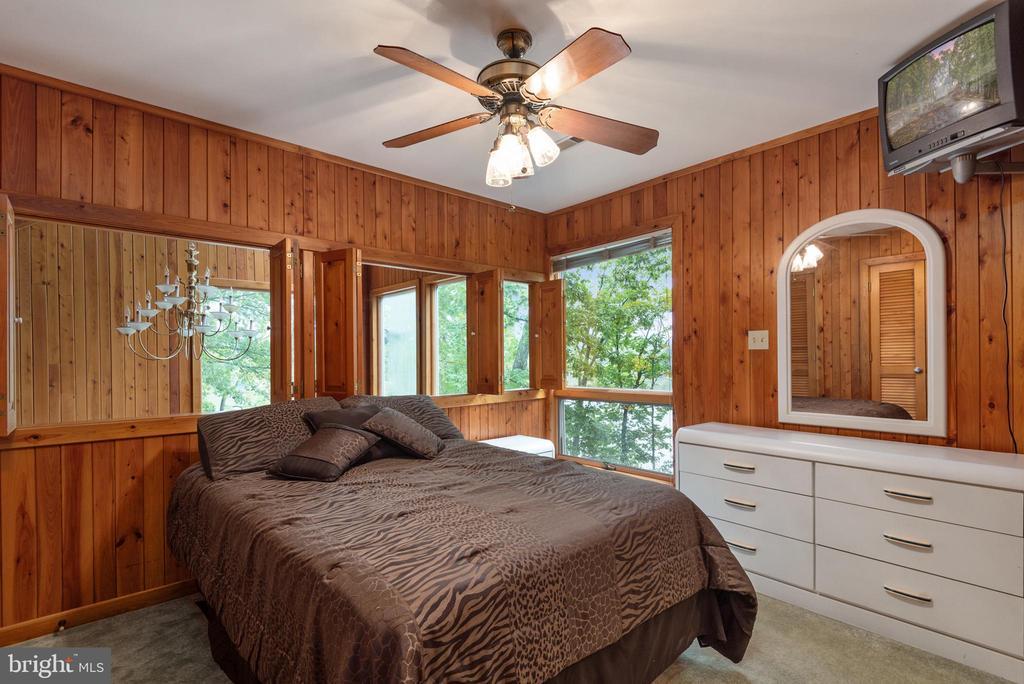 MASTER BEDROOM ~UPPER LEVEL - 7313 OAKWOOD DR, ORANGE