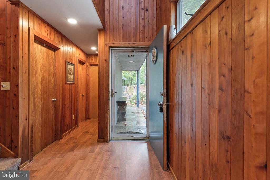 WOOD FLOORS & WALLS - 7313 OAKWOOD DR, ORANGE