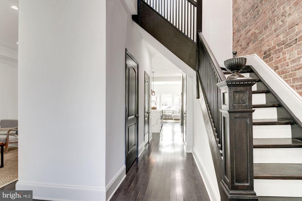 Grand staircase - 1362 OAK ST NW, WASHINGTON