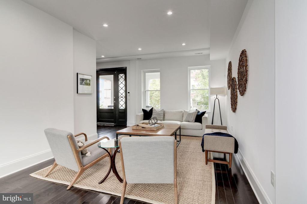 Large living room - 1362 OAK ST NW, WASHINGTON