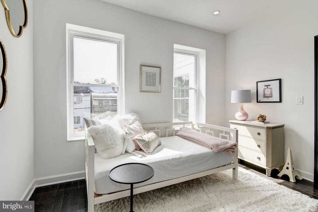 Third Bedroom - 1362 OAK ST NW, WASHINGTON