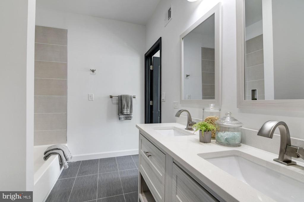 Second Full Bath - 1362 OAK ST NW, WASHINGTON