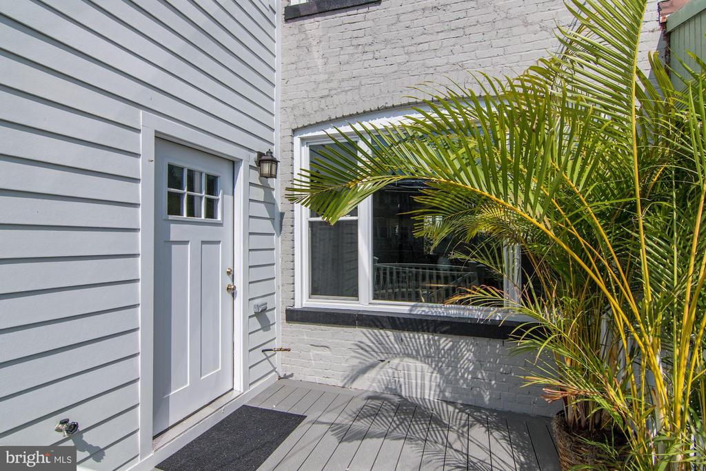 Deck perfect for grilling - 1362 OAK ST NW, WASHINGTON