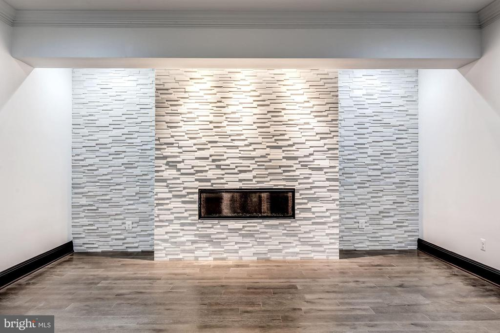 Fireplace w/ Stone Accent wall - 8533 GEORGETOWN PIKE, MCLEAN