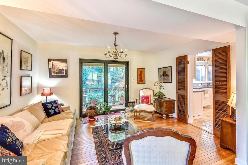 Cozy living room opens to the outdoors! - 10733 CROSS SCHOOL RD, RESTON