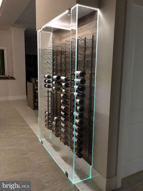 Glass Wine case display - 706 KINGSLEY RD SW, VIENNA