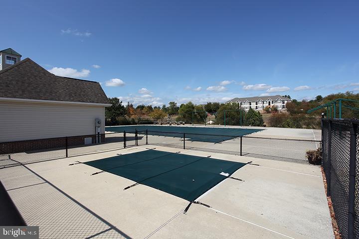Community pool - 806 SANTMYER DR SE, LEESBURG