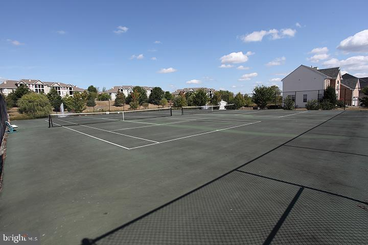 Community tennis courts - 806 SANTMYER DR SE, LEESBURG