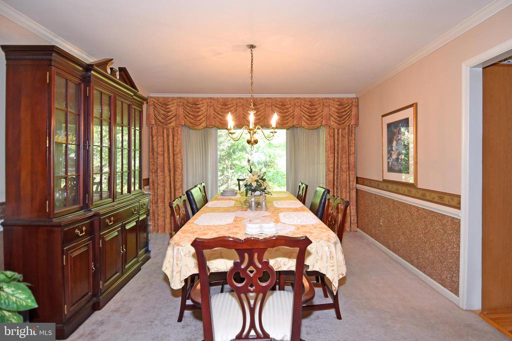 Spacious DR w/ plenty of space for table & cabinet - 13919 WHETSTONE MANOR CT, CLIFTON