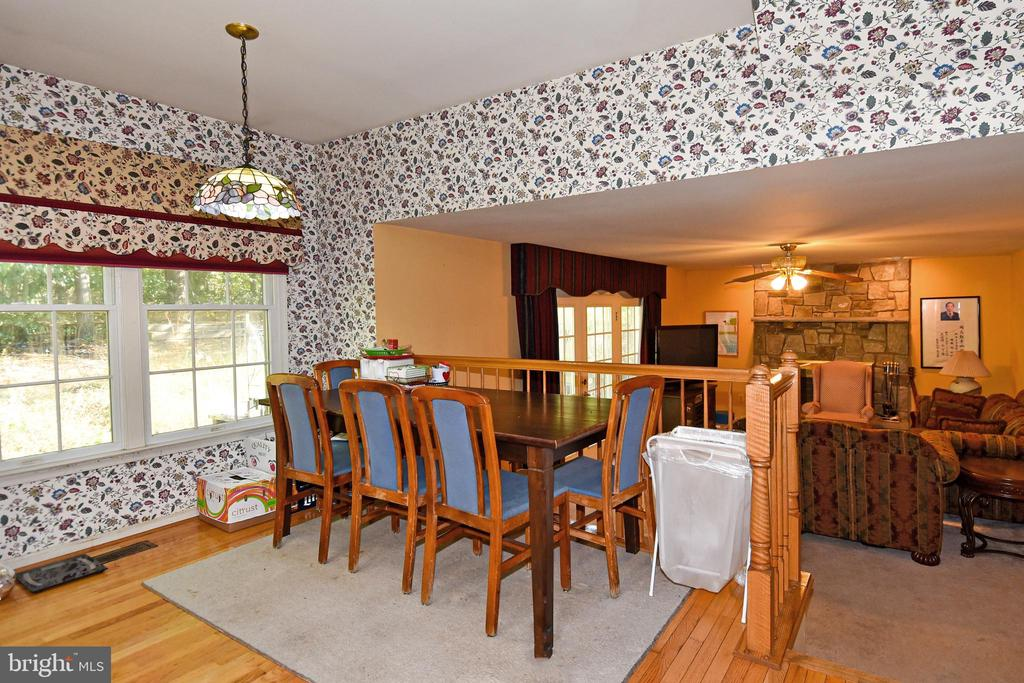 Spacious eat-in kitchen area leads to family room - 13919 WHETSTONE MANOR CT, CLIFTON