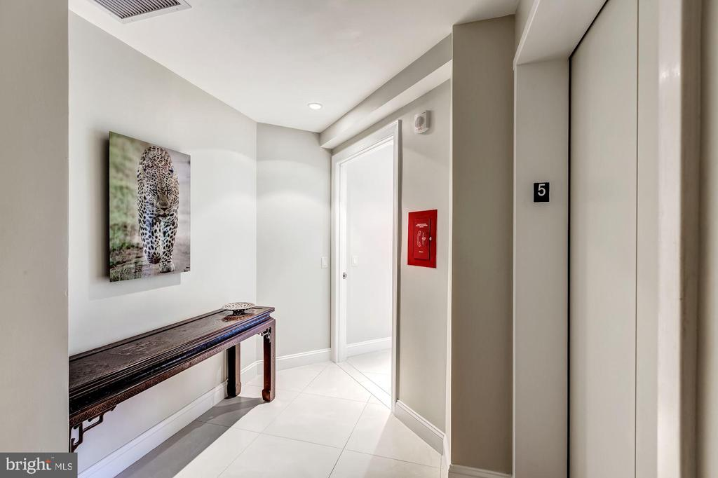 Private Elevator Entry Gallery - 1881 N NASH ST #510, ARLINGTON