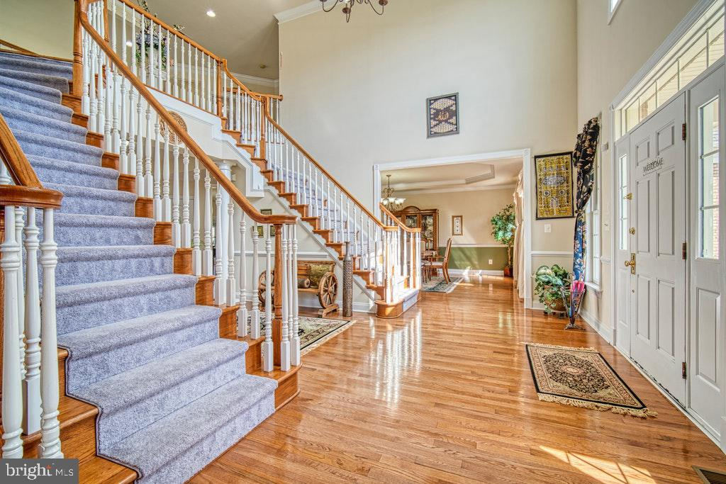 Dual staircase - 15500 BANKFIELD DR, WATERFORD