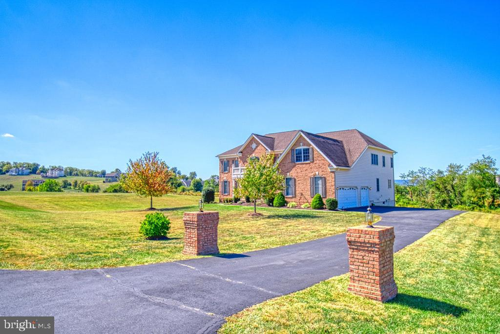 Three car garage plus additional space for 2 cars - 15500 BANKFIELD DR, WATERFORD
