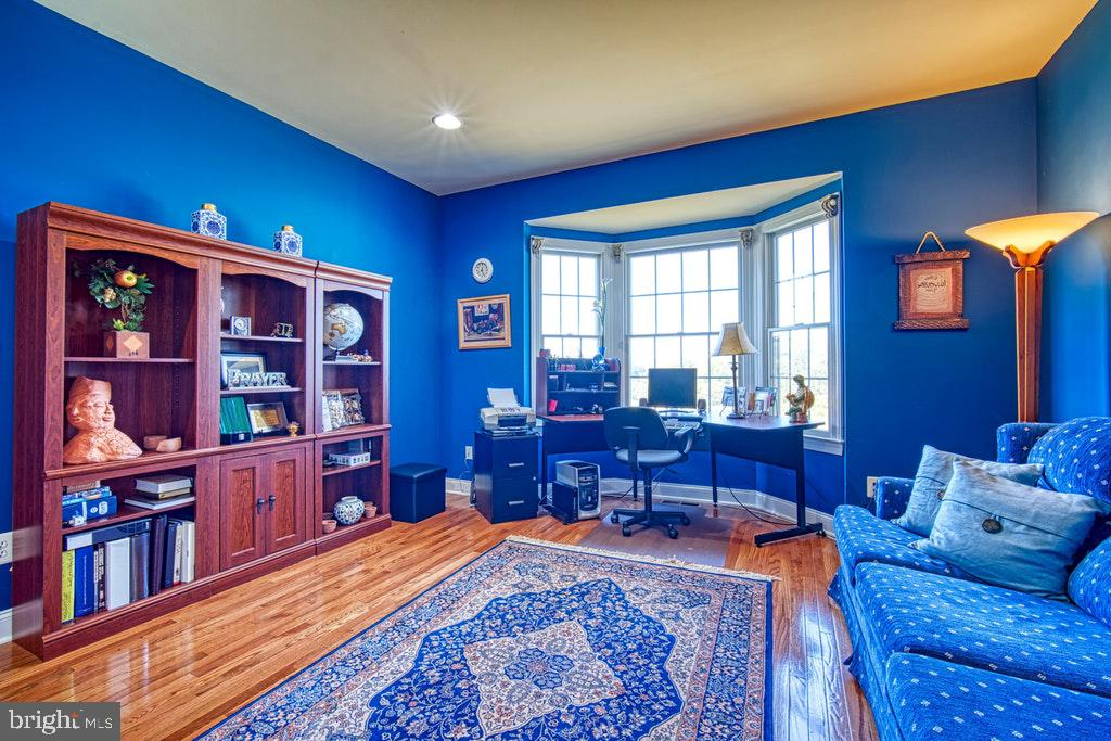 Main lev. library has bay window with great views - 15500 BANKFIELD DR, WATERFORD