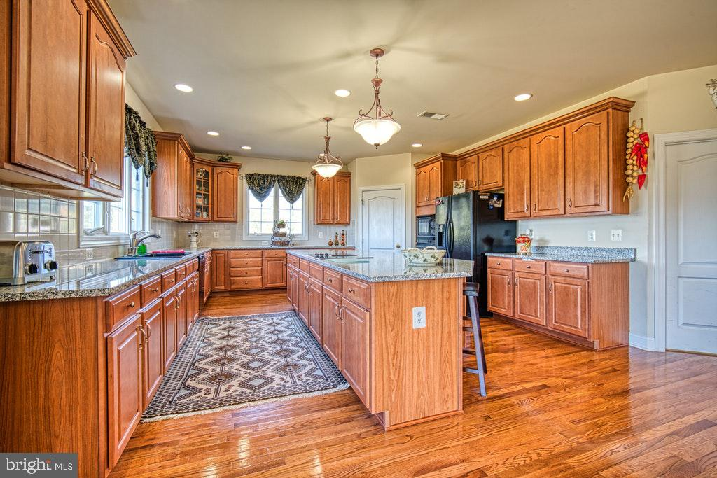 There is a large walk in pantry - 15500 BANKFIELD DR, WATERFORD