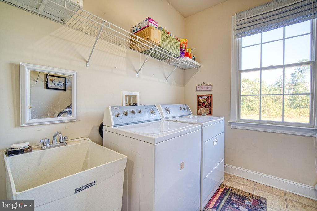 Large main level laundry room - 15500 BANKFIELD DR, WATERFORD