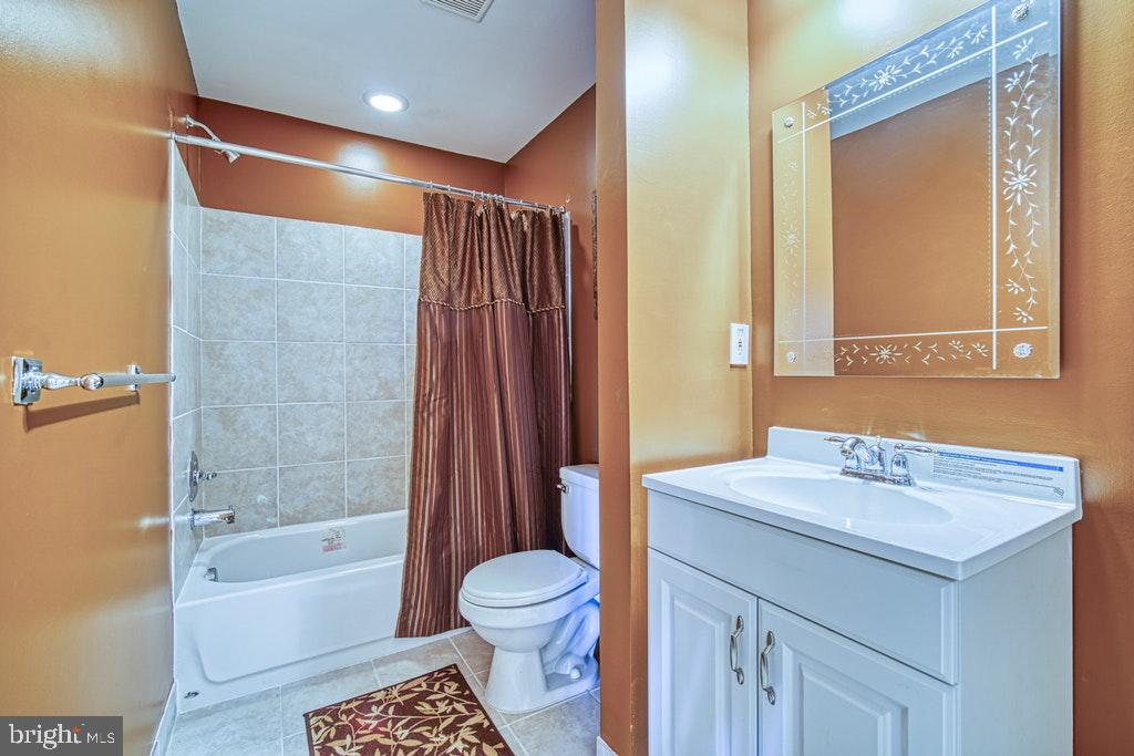 Bath #5 in Lower Level - 15500 BANKFIELD DR, WATERFORD