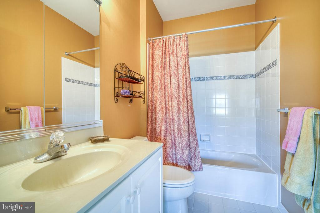 Bath for BR4 - 15500 BANKFIELD DR, WATERFORD
