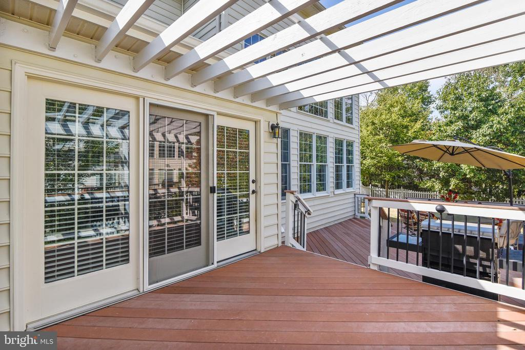 Pergola covered deck for some shade in the summer - 20190 KIAWAH ISLAND DR, ASHBURN