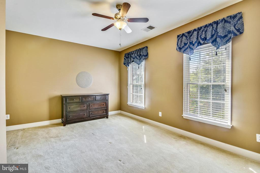 Bedroom #4 w/walk-in closet - 20190 KIAWAH ISLAND DR, ASHBURN
