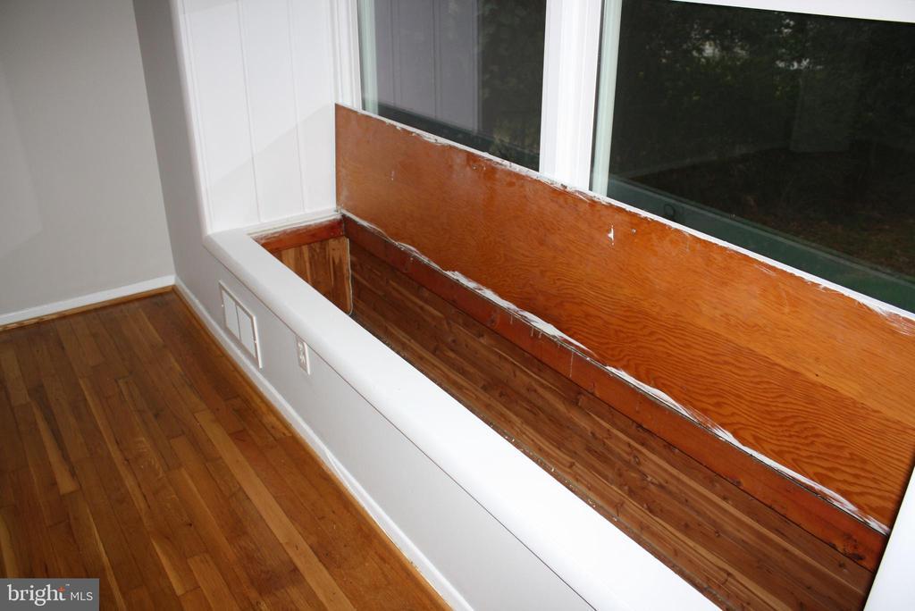 Built in Cedar chest in Master BR window-seat! - 812 BOWIE RD, ROCKVILLE