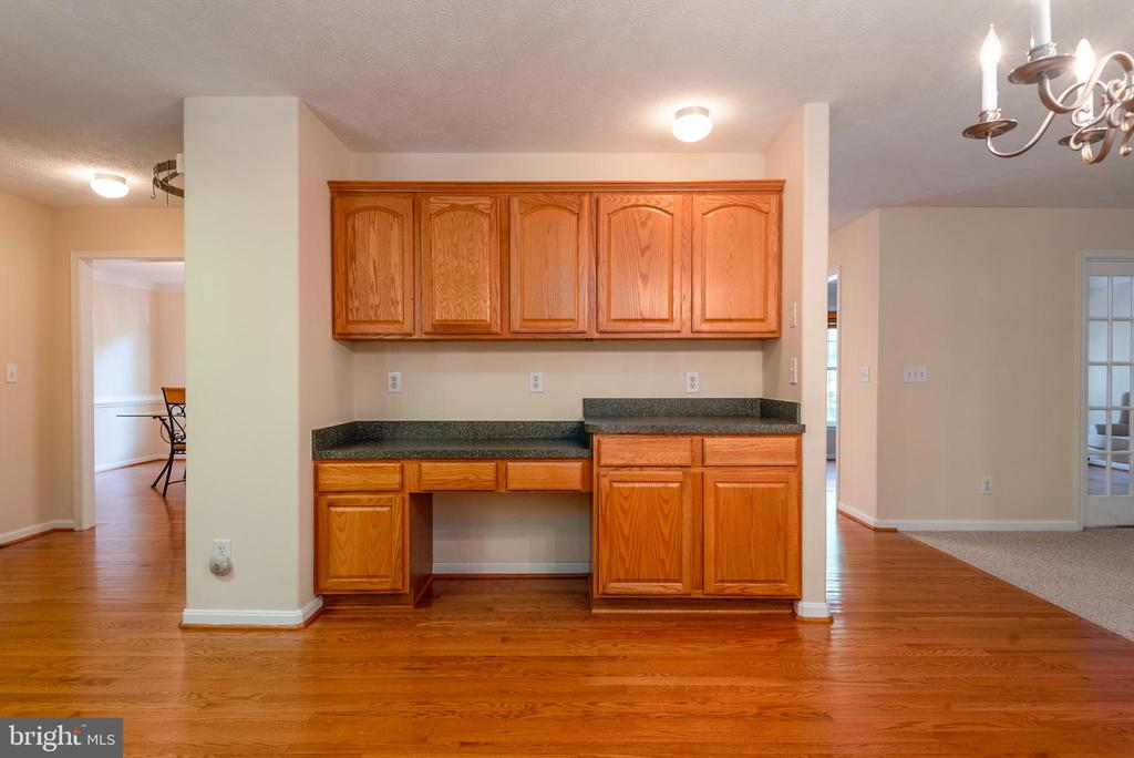 Extra Built-ins with Study Area - 2441 HARPOON DR, STAFFORD