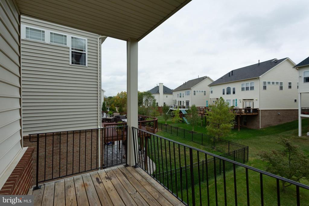Balcony (connected to main level family room) - 23098 DUCATO CT, BRAMBLETON
