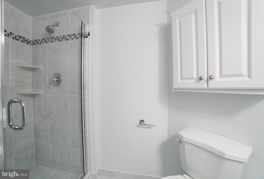 2nd Bathroom - 2100 LEE HWY #146, ARLINGTON
