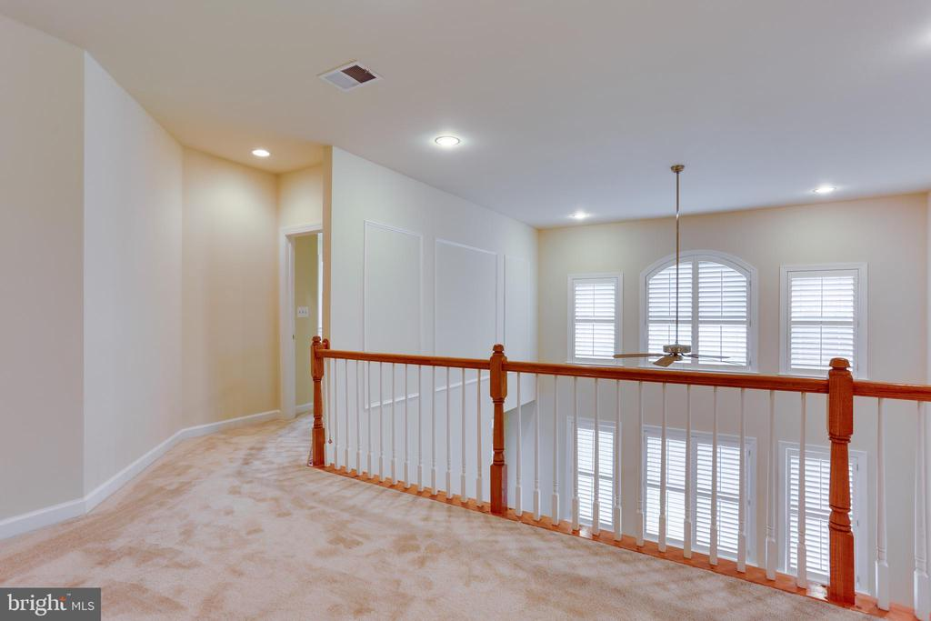 Upper level hall way - 23098 DUCATO CT, BRAMBLETON