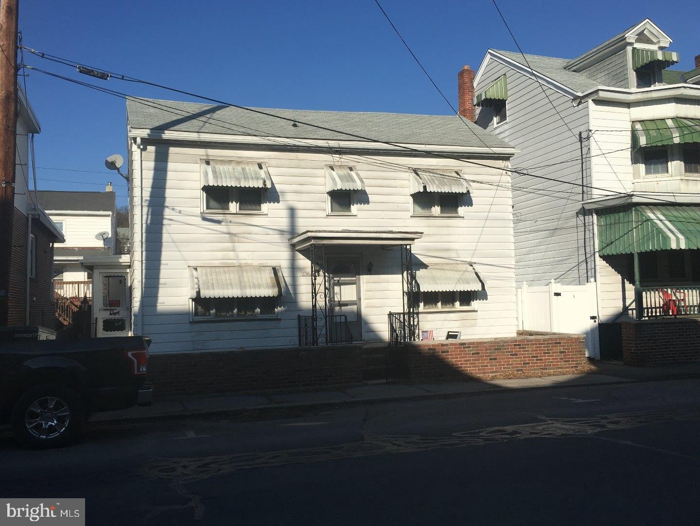 Single Family Homes للـ Sale في Minersville, Pennsylvania 17954 United States