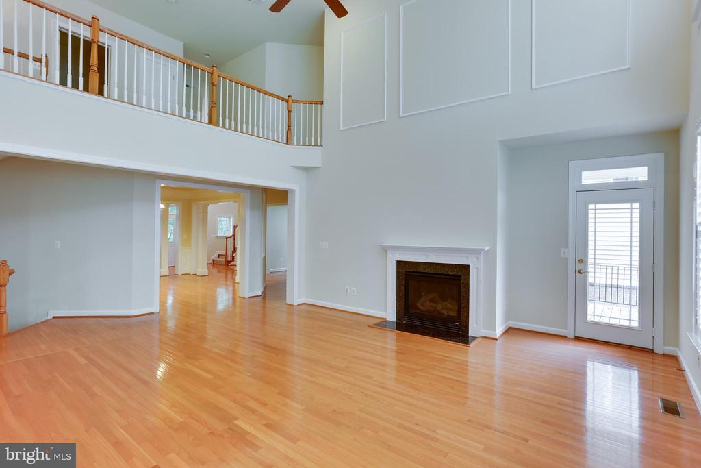 Family room connected to balcony - 23098 DUCATO CT, BRAMBLETON
