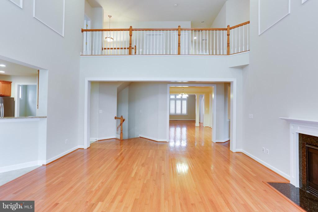 main level view - 23098 DUCATO CT, BRAMBLETON